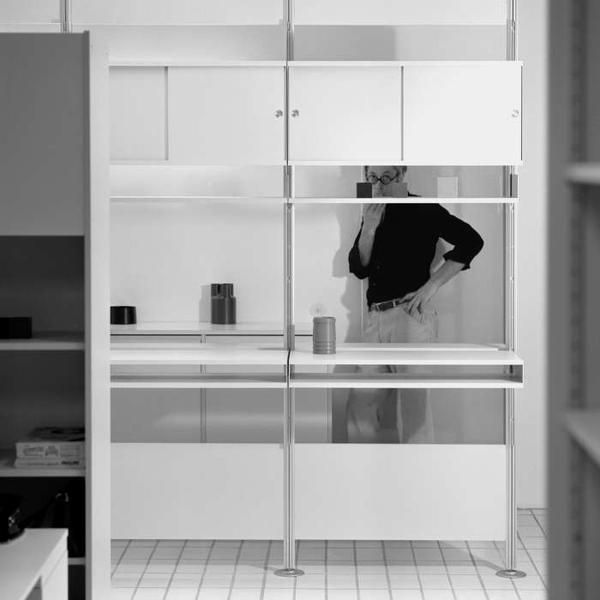 """""""画期的な家電製品を発表(…)バウハウスの理念を継承し(…)オトル・アイヒャーらが関わっていたウルム造形美術大学から多くの影響を受けています。"""" Vitsœ   ディーター・ラムス https://www.vitsoe.com/jp/about/dieter-rams"""