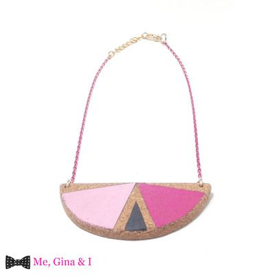 Pink semicircle short necklace made of cork.