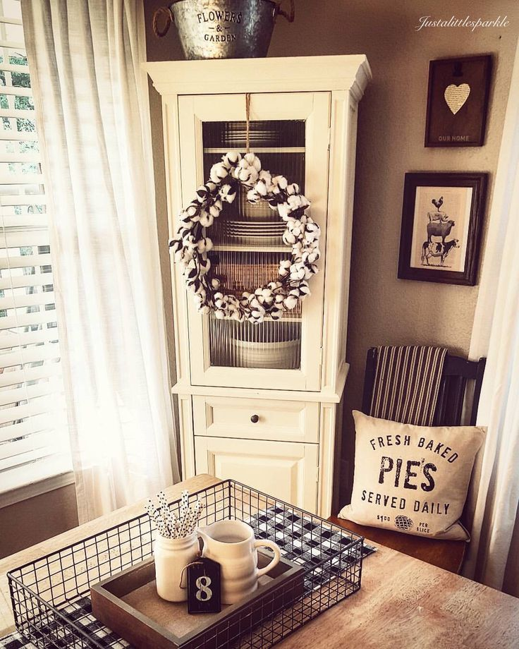 Cotton wreath, farmhouse dining room, rustic style, rustic dining area.