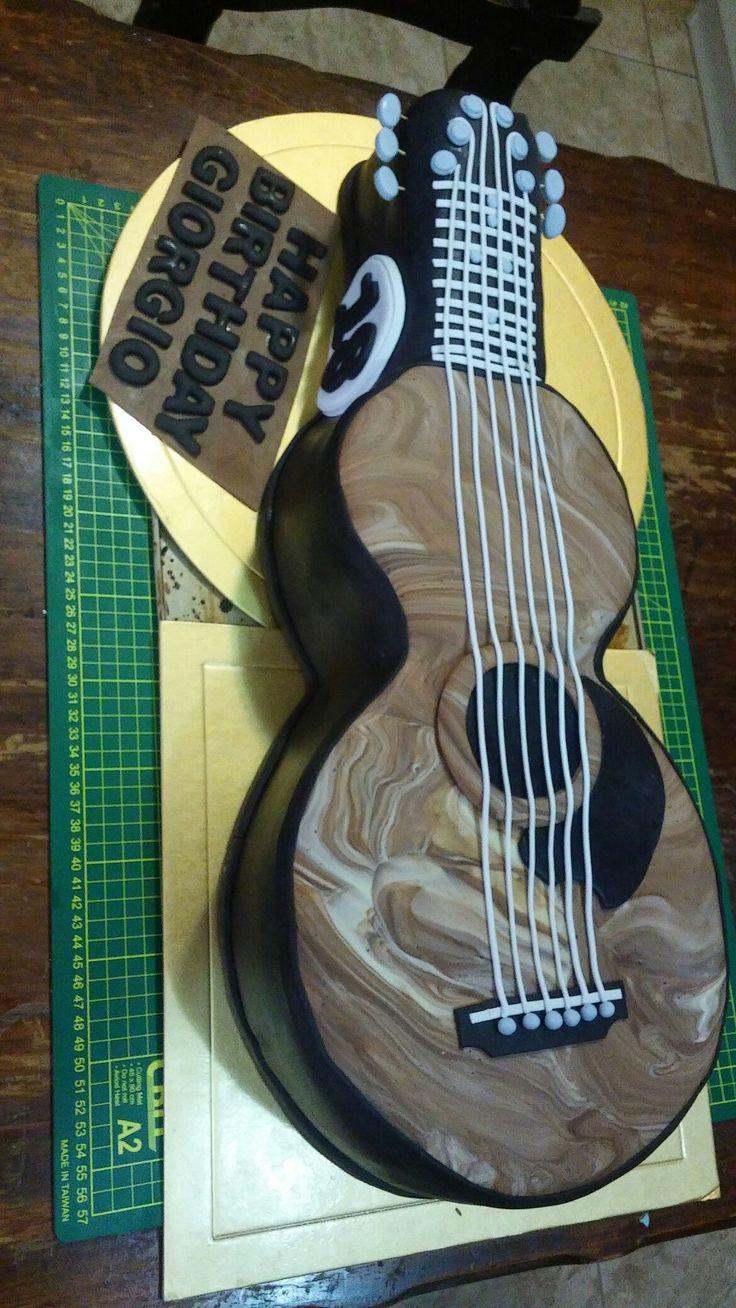 Guitar cake, torta de guitarra, tallado de guitarra...