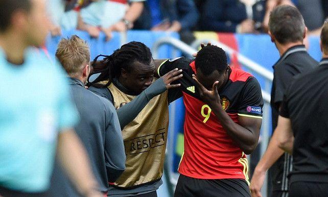 Lukaku's in tranen: emotionele beelden na eerste Belgische EK-goal | EK voetbal | De Morgen