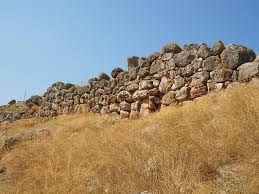 Mura Ciclopiche di Tirinto. Ca 1400-1100 a.c. Erano possenti mura che circondavano l'acropoli di Tirinto e erano costruite con lastroni di pietra a secco.