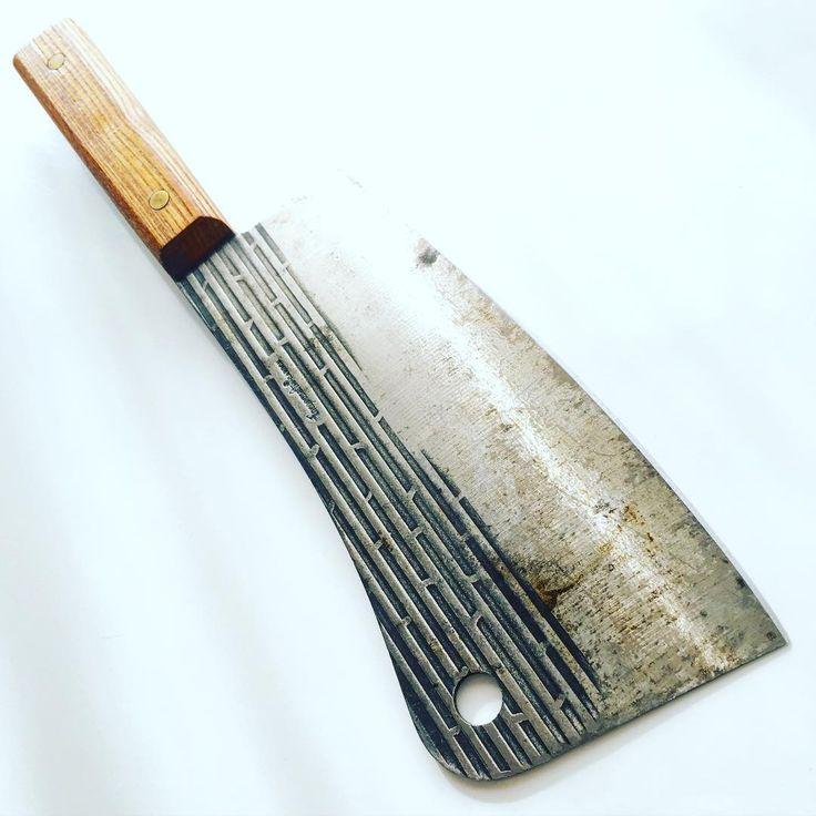 These mid-century high-carbon Forgecraft cleavers are quite common, lightweight & have a killer design⚡️SOLD⚡️ #restoration #cleaver #midcentury #midcenturymodern  #meatcleaver #antiquetools #antiquecleaver #vintagecleaver #cleaverclub #cleavercollection #butcher #madmen #butcherknife #knifepics #knifestagram #knifefanatics #blades #oldtools #upbeatvintage #cleaverking