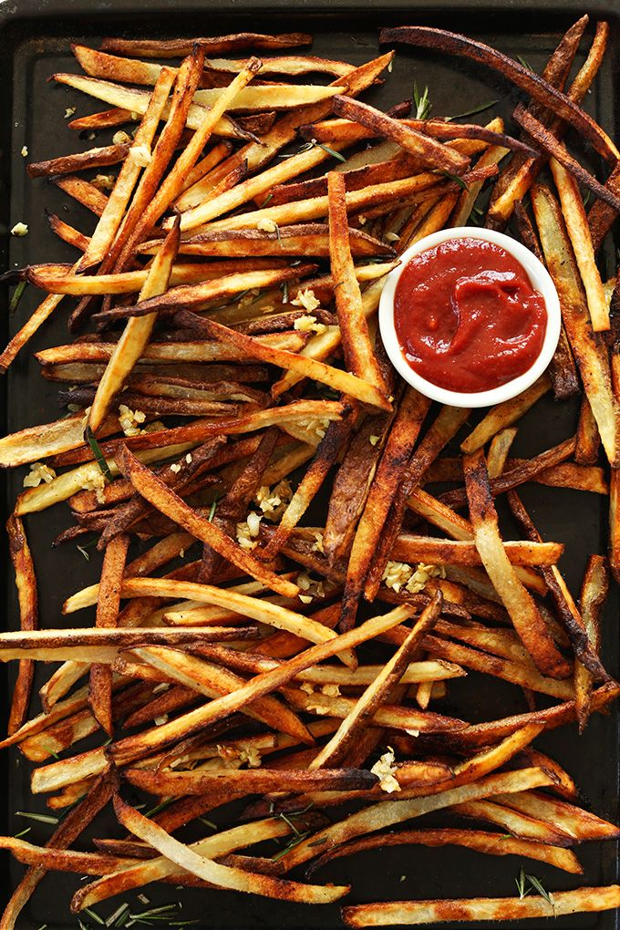 THE CRISPIEST Oven Baked Matchstick Fries with Garlic! Simple, fast and SO ridiculously crispy and delicious! #vegan #glutenfree