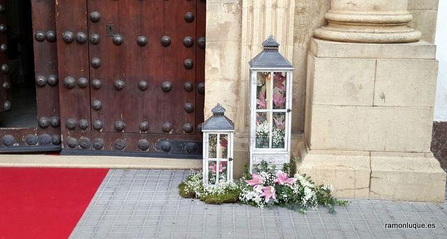 Detalle de ornamentación floral para boda en la Iglesia del Colegio de las Esclavas del Sagrado Corazón de Jesús #CórdobaESP #Floristería #RamónLuque #Bodas | ramonluque.es