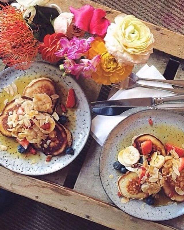 132 vind-ik-leuks, 13 reacties - ⠀⠀⠀⠀⠀⠀⠀⠀⠀⠀⠀LAVINIA GOOD FOOD (@laviniagoodfood) op Instagram: 'Hallo Weekend!! Breakfast @laviniagoodfood Banana pancakes with red Fruit 🍓🍌and Organic Love! 💚…'
