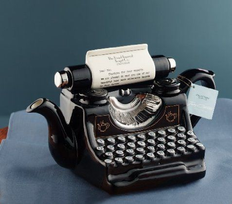 A typewriter teapot!! I want this. So cool! Combines my love of tea and old school typewriters. #writernerd
