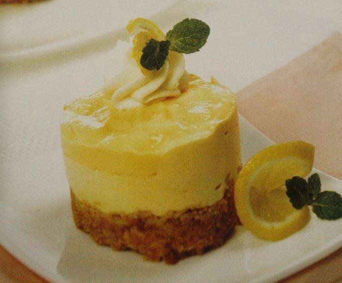 Pada Resep Lemon Keju Krim, memadukan manfaat keju, air jeruk lemon dan ingridien lainnya. Olahan yang nikmat dan juga menyehatkan.