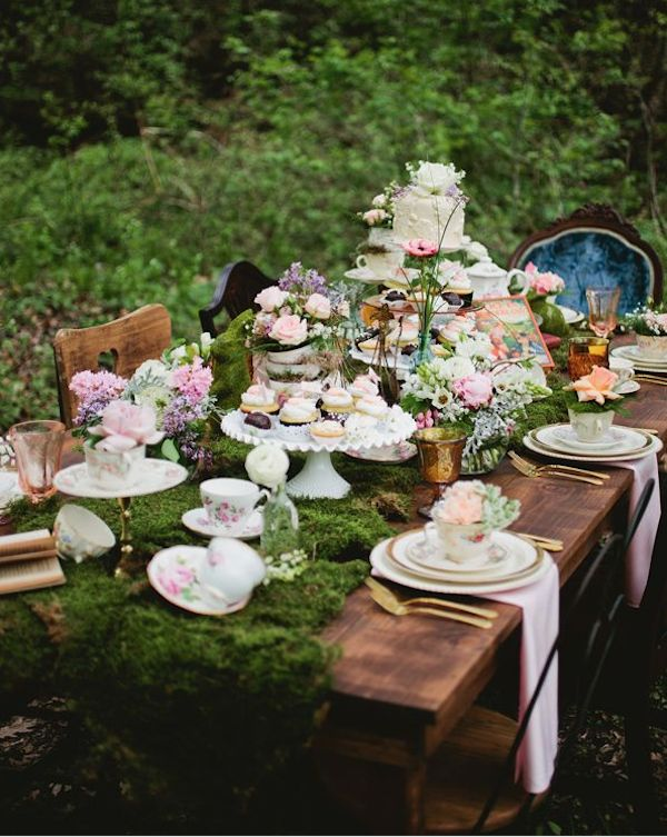 Best 25 mad hatters tea party ideas on pinterest mad - Alice in wonderland outdoor decorations ...