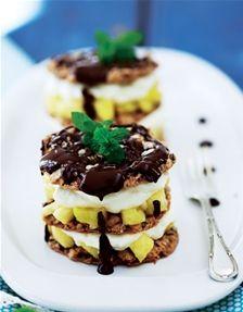 Nøddemedaljer med ananas og flødeskum