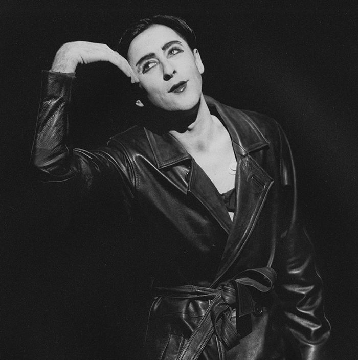 1999 Alan Cumming's final performance as the Emcee.