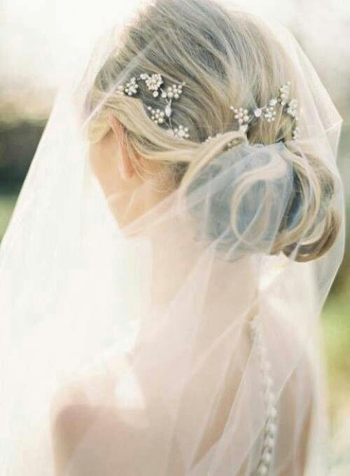 Wedding hair | http://www.oncewed.com/diy/diy-flower-crown-over-a-drop-veil/ | via Eternal Bridal