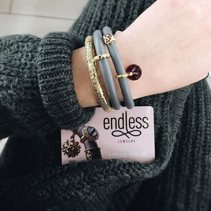А у вас есть бонусная карта Endless Jewelry?  Получите клубную бонусную карту Endless Jewelry, участвуйте в акциях, копите бонусы и оплачивайте ими свои покупки! Получить карту вы можете при первой покупке в фирменных магазинах Endless Jewelry.  #endlessjewelry #jenniferlopez #украшения #подарки #новыйгод #бонуснаякарта
