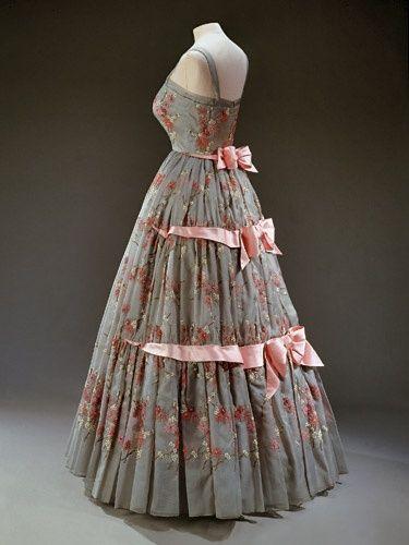 1959 Dress Worn By Queen Elizabeth Ii Norman Hartnell
