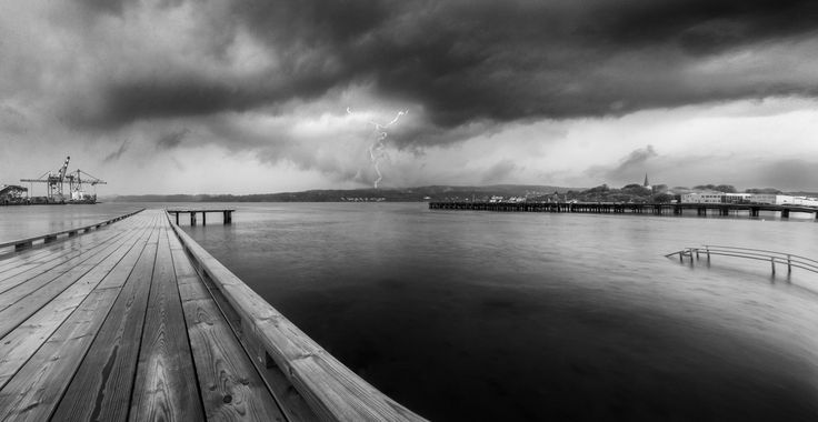 Larvik Harbor - A lucky moment when trying to capture rain in the water.