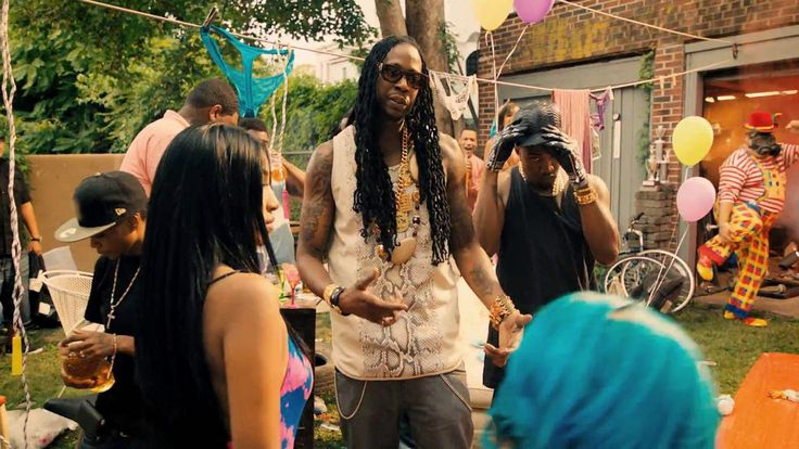 2 Chainz & Kanye West - Birthday Song  http://www.bar4bar.de for the latest hip hop videos.