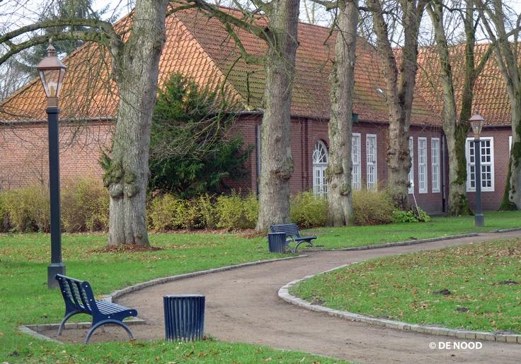 Schloss Evenburg, Duitsland | Model DE NOOD® Kollum | Klassieke, koperen en duurzame straatverlichting van DE NOOD | Bekijk onze collectie straatverlichting op http://denood.nl/nl/straatverlichting/collectie.htm