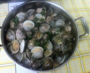 Simple and Easy Portuguese Clams in Garlic