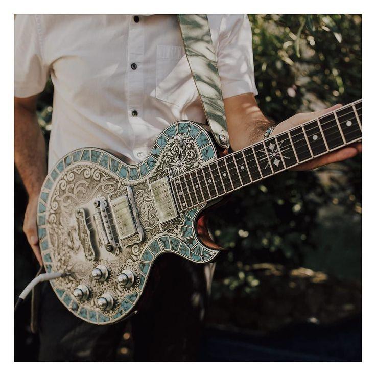 Ça va rocker!       #musique #guitare #rock #wedding #musicbznd #dromeprovencale #love #weddingplannerlyon #weddingstyle #weddingday #igwedding #narjesleloup  baptistehauville