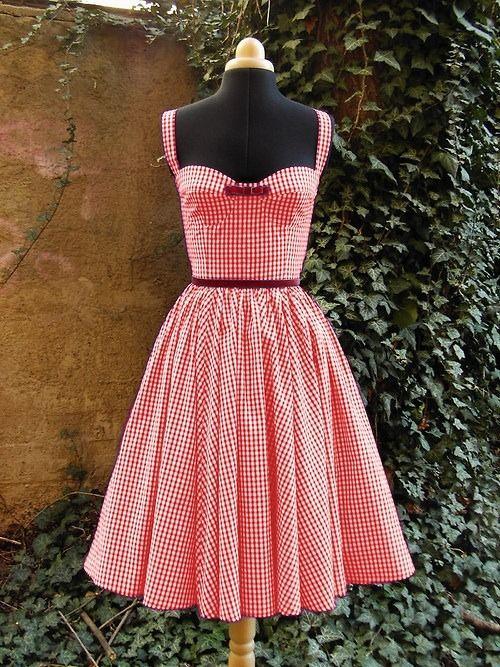 Robe vintage en Vichy rouge et blanc et ruban en velours rouge bordeaux : Robe par lumera