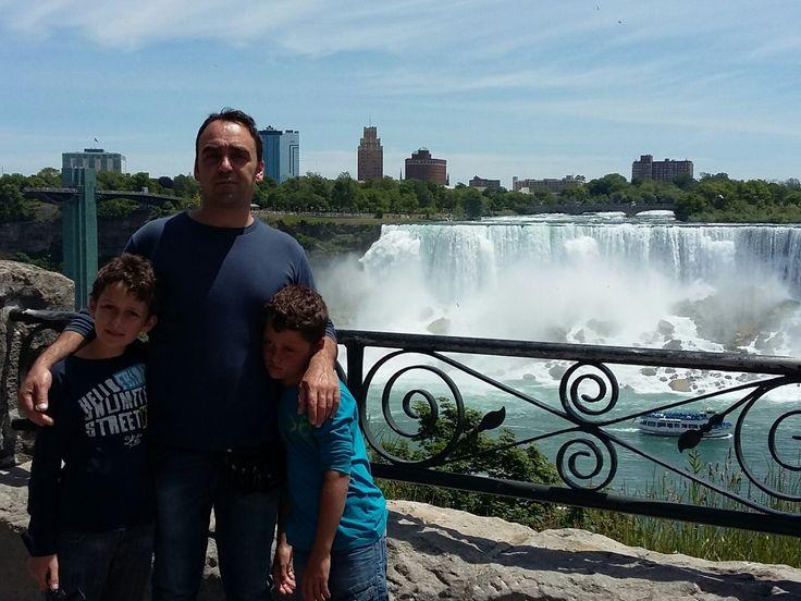 Cosa vedere alle Cascate del Niagara. È la portata d'acqua più imponente al mondo, quando si vedono è evidente. Soprattutto dal rumore che producono. http://super-mamme.it/2017/04/10/cosa-vedere-alle-cascate-del-niagara/