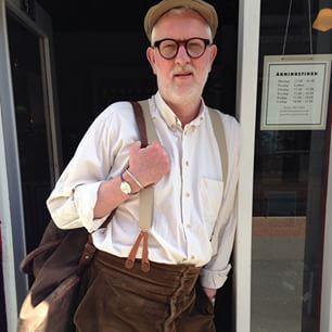 Nyeste dress  #lelaboureur bukser med #seler og #vadsæk #herremode #tibberuphoekeren #frenchworkwear #menstyle #workwear #classicworkwear #bonderøv #bonderøvstøj #smallshopkeeper #hoekeren