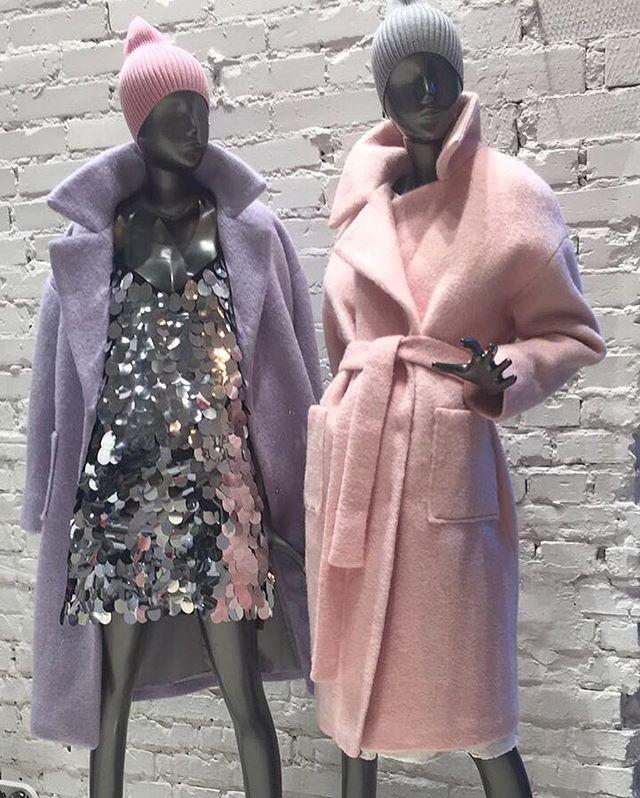 Ну, вот и новинки подоспели!Новые зимние мягонькие пальто #siammsiamm и платья из шикарных крупных пайеток в серебре и бронзе. Согласитесь, это выглядит вкусно! Пальто (шерсть, акрил, утеплитель) 14.900.-; платье пайетки 11.000.-; Шапочки #hkknits 1500.- ; welcome! #SIAMMSTORE
