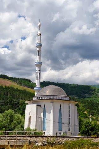 Nella fotografia, la moschea di Kichevo oppure Kičevo, Macedonia. @Shirin Mg Mg-gol