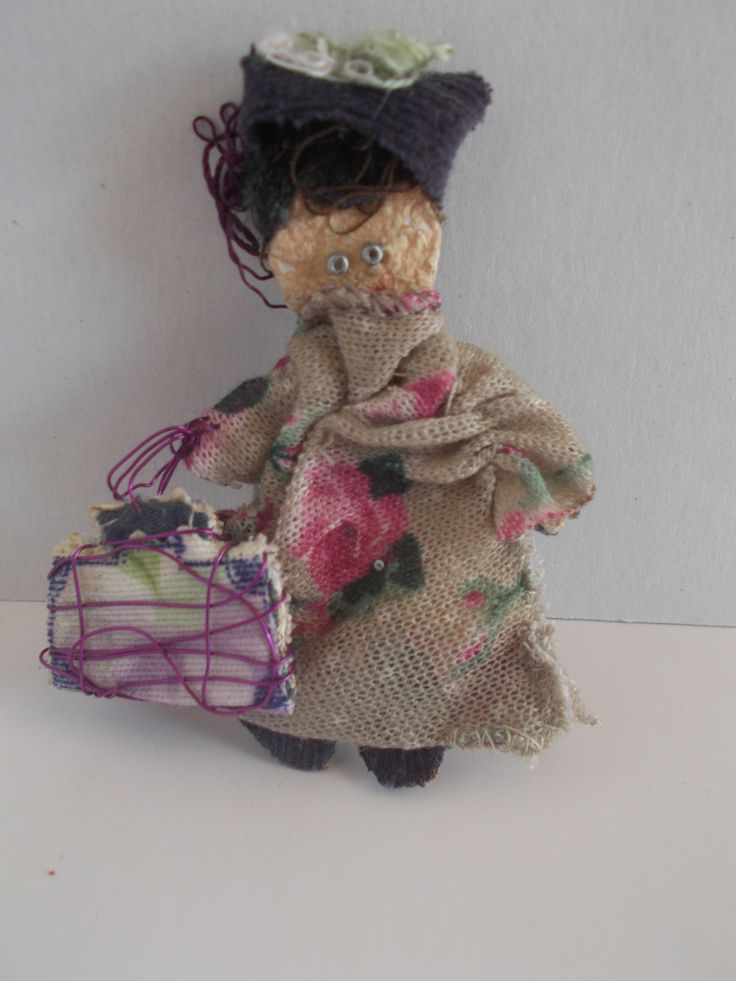 handmade brooch lady with suitcase from mademeathens