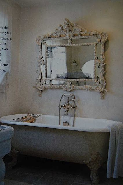 Antique mirror hung over a classic clawfoot tub love this mirrorbathroom design bathroom for Vintage style bathroom mirror