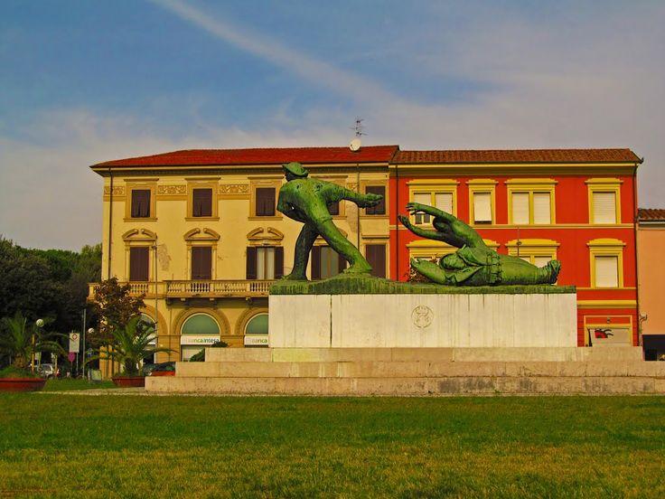 monumento ai caduti di viareggio