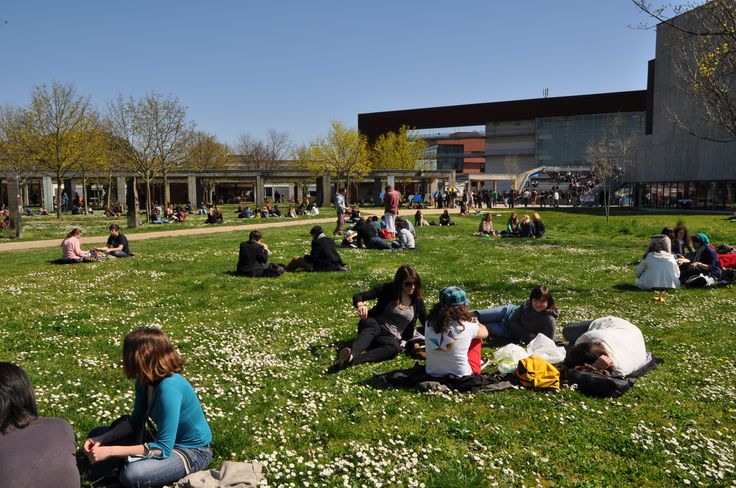 University of Mirail, Toulouse - France ^^ The easiest way to spot a French student is by it's ability to just sit on the ground... No natter how dirty it is ^^  ❤ ℒℴvℯly