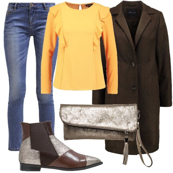 Un paio di chelsea boots davvero particolari: in pelle, a punta e in color oro e marrone. Li abbiniamo a dei jeans, ad una maglia gialla, a scollo tondo, con ruches, al cappotto marrone, dal taglio classico e alla borsa a tracolla, color oro.