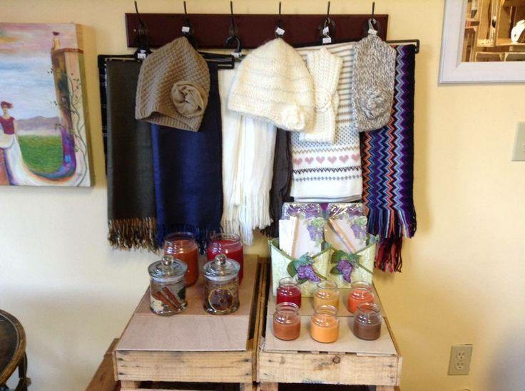 Variedad de bufandas y gorritos para el frio