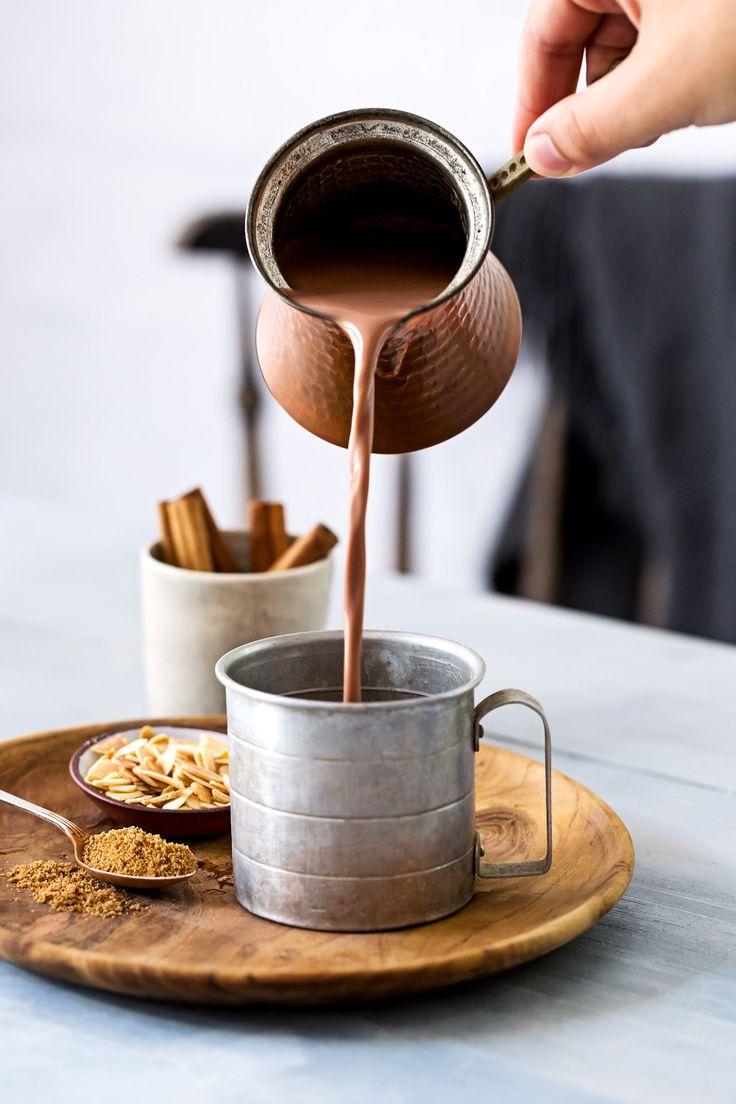 www.andreavanders …, heiße Schokolade, Zimtstangen, Zucker, Wärme, Winterbaum …   – CHOCOLATE