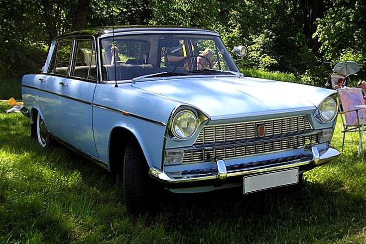 Fiat 1800 - 2100, voiture routière de 1959  La Fiat 1800/2100, cette ancienne voiture fut produite de 1959 à 1968, cette Fiat 1800 et 2100 voitures haut de gamme de 1959 mesure 1.62 mètres de large, 4.46 mètres de long, et a un empattement de 2.65 mètres.