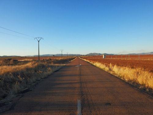 Las carreteras que conducen a la nada no solo están en EEUU... #carretera castillalamancha españa rodajes coches publicidad roads cars advertising spain