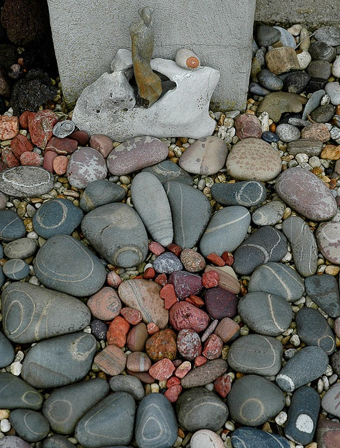white, red and grey-black stones by Jos van Wunnik, via Flickr