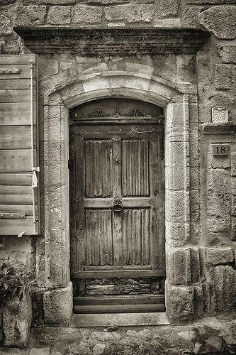 Porte ancienne à Vaison La Romaine par pierre.arnoldi ☯☮ॐ Lucas Lima ☯☮ॐ