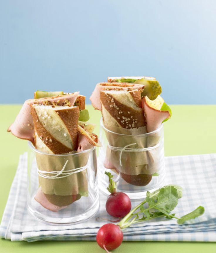 Rezept für Leberkäs-Stange bei Essen und Trinken. Ein Rezept für 2 Personen. Und weitere Rezepte in den Kategorien Brot / Brötchen / Toast, Gemüse, Gewürze, Käseprodukte, Schwein, Hauptspeise, Party, Brunch / Frühstück, Kinderrezepte, Fingerfood / Snack, Sandwiches/Brote, Einfach, Gut vorzubereiten, Klassiker, Schnell.
