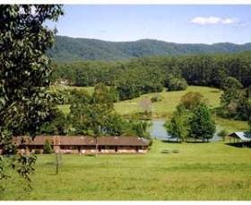 Guests who come to stay can enjoy #bushwalking #horseriding #canoeing on the dam, yoga, feeding the animals, garden tours. www.OzeHols.com.au/2623