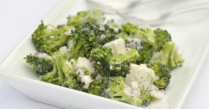 Recettes express ! Salade aux brocolis, ail et échalotes
