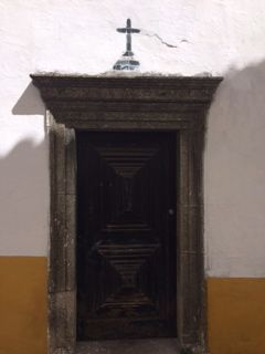 Evora door number +