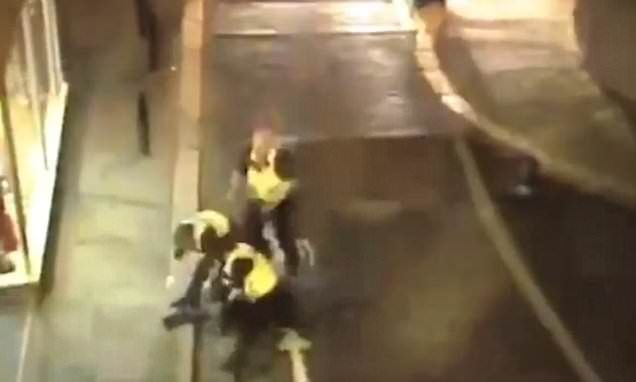Quick-thinking woman trips over a thug as he tries to flee from police