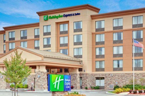 Huntsville Hotels: Holiday Inn Express & Suites Huntsville Hotel in Huntsville, Ontario