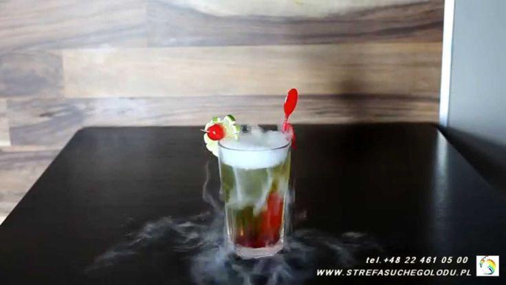 #suchylód #drinki #zielonażabka Drink zielony, zielona żabka smakuje wyśmienicie a z dodatkiem suchego lodu mamy pewność że będzie on zawsze zimny. Czyli taki jaki powinien być. Suchy lód jest w ciągłej sprzedaży w naszym e-sklepie #DryIceZone http://suchylod.net/