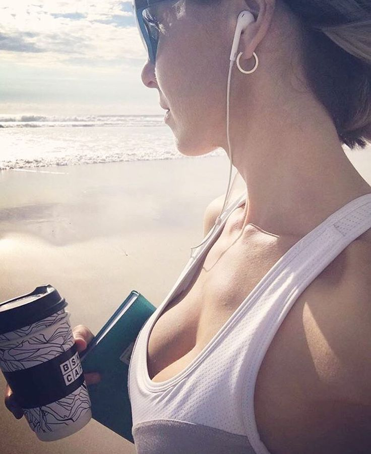 """@femmebodyactive on Instagram: """"We love mornings by the beach  How do you start your day? @kellyrenniefit In our Exhale Sports Bra - Grab yours at www.femmebody.com.au #femmebodyactive #activewear #fitness #active #sportswear #sportsbra #bamboo #feminine #workout #cardio #fitnessgirls #inspire #fitnessmotivation #mornings #ocean #refresh"""""""