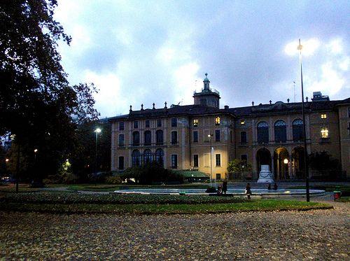 Palazzo Dugnani , affacciato sui giardini di Porta Venezia  #TuscanyAgriturismoGiratola