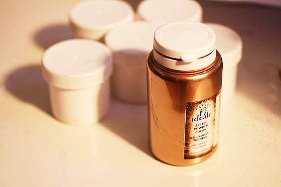 2 ounce Gold luster dust- High gloss gold powder for gumpaste and cake decorating by ACakeToRemember on Etsy https://www.etsy.com/listing/199026284/2-ounce-gold-luster-dust-high-gloss-gold