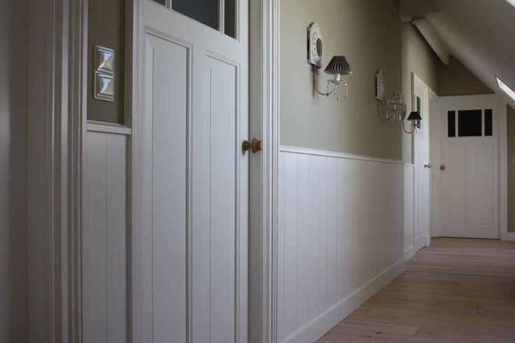 25 beste idee n over lambrisering op pinterest muur lambrisering lambriseringen en - Behang ingang gang ...